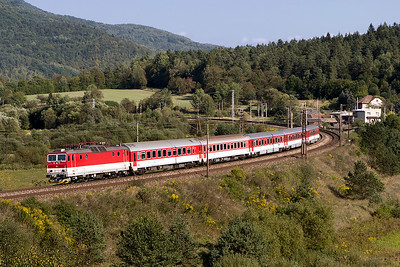 361 123 rounds the curve at Klukvana with train RR 760 15.08 Kosice to Poprad-Tatry limited stop service. Friday 8th September 2017.