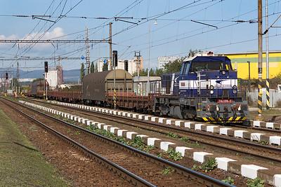 746 016 heads a train of steel carriers through Krásna nad Hornádom. Friday 8th September 2017.