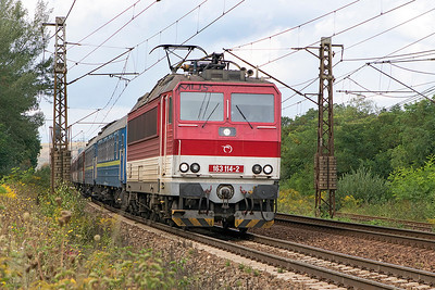 163 114 passes Ruskov with train 8862 23.49 Bratislava to Čierna nad Tisou zastávka overnight sleeper via Zvolen. The front two sleepers are through coaches for Kiev, following a bogie change at the border they will arrive there at 7.43am the following day, so two overnight portions for them. Thursday 7th September 2017.