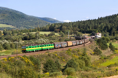 131 061 & 131 062 head around Kluknava curve with a westbound train of covered steel carriers. Friday 8th September 2017.