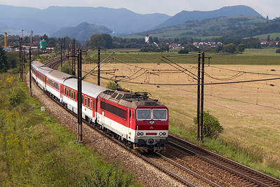 With a friendly wave from the driver, 163 113 heads train 3417 10.34 Žilinato Kosice passing Bešeňová. Wednesday 6th September 2017.