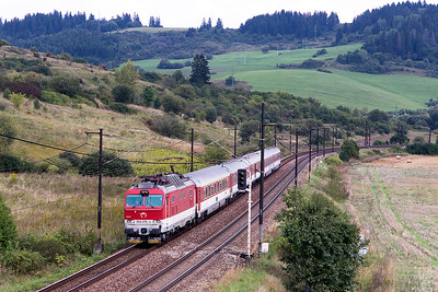 350 015 heads towards Bešeňováwith train EC 242 11.22 Kosice to Praha. Wednesday 6th September 2017.