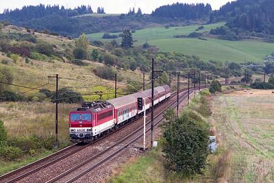 162 002 approaches Bešeňováwith train 3418 12.25 Liptovský Mikuláš to Žilinastopping service. Wednesday 6th September 2017.