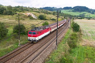 162 005 approaches Bešeňová with a train composed of heavily graffitied coaches forming 3420 13.20 Liptovský Mikuláš to Žilina. Wednesday 6th September 2017.