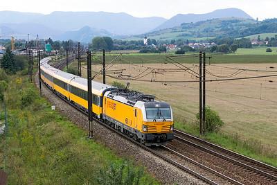 Vectron 193 214 passes Bešeňová heading Regiojet service 1003 Praha to Kosice. Wednesday 6th September 2017.