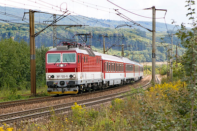 361 122 approaches Ruskov with train 8810 10.05 Čierna nad Tisou to Kosice. Thursday 7th September 2017.