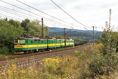 SRT Broad gauge loco's 125 831 & 125 832, 125 837 & 125 838 head a loaded iron ore train westbound at Ruskov to the steel factory at Haniska. The broad gauge line runs from Užgorod in Ukraine which is 8km from the Slovak border at Maťovské, the line is then 87km to Haniska. The standard gauge lines are on the right. Thursday 7th September 2017.