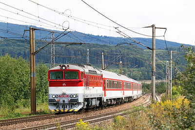 A very clean 754 085 'Xénia' heads train REX 1908 11.28 Humenné to Kosice approaching Ruskov. Thursday 7th September 2017.