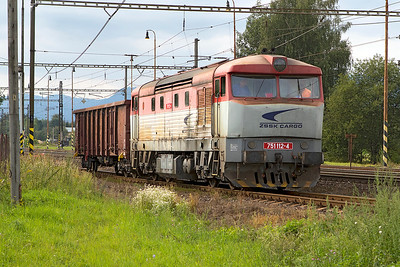 Grumpy 751 112 has collected a single wagon from the timber yard at Liptovský Mikuláš which it will add to it's trip freight before continuing westbound. Wednesday 6th September 2017.