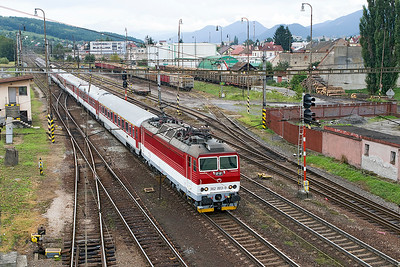 362 003 arrives at Liptovský Mikuláš with train R 608 12.08 Kosice to Bratislava. The timber yard can be seen in the background. Wednesday 6th September 2017.