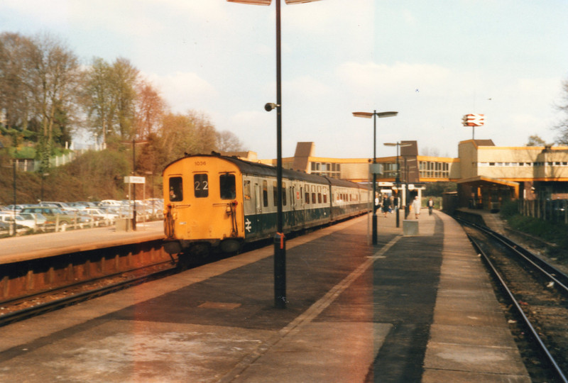 Sevenoaks on 24/04/85 with 1036 arriving on the 09 45 Charing X to Hastings.
