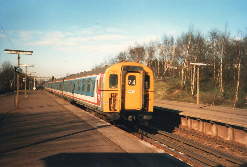 The 07 57 Victoria to Ashford arrives into St Mary Cray on 26/04/88 with a 4-VEP.