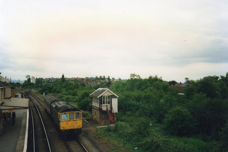 33020 pauses at Rye on 09/07/90 with 5T41 13 50 (DOO Trial) Hastings to Ashford.