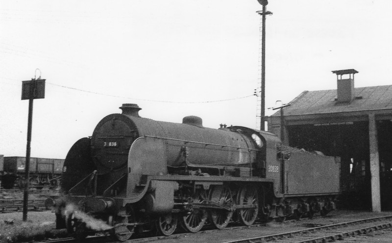 S15 4-6-0 30838 at Feltham on 19/08/65 - withdrawal following within weeks.