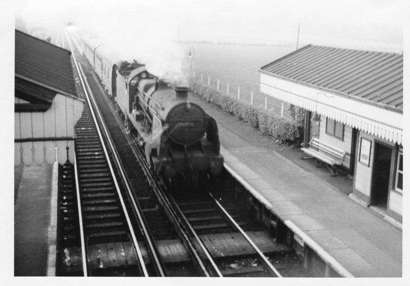 Services over this cross country route were to be dieselised in January 65 and so several Saturdays were spent using Guildford as an axis to catch as many different steamers as possible. Here U 31790 arrives into Wanborough on 07/11/64 with the 15 35 Reading Southern to Redhill train.