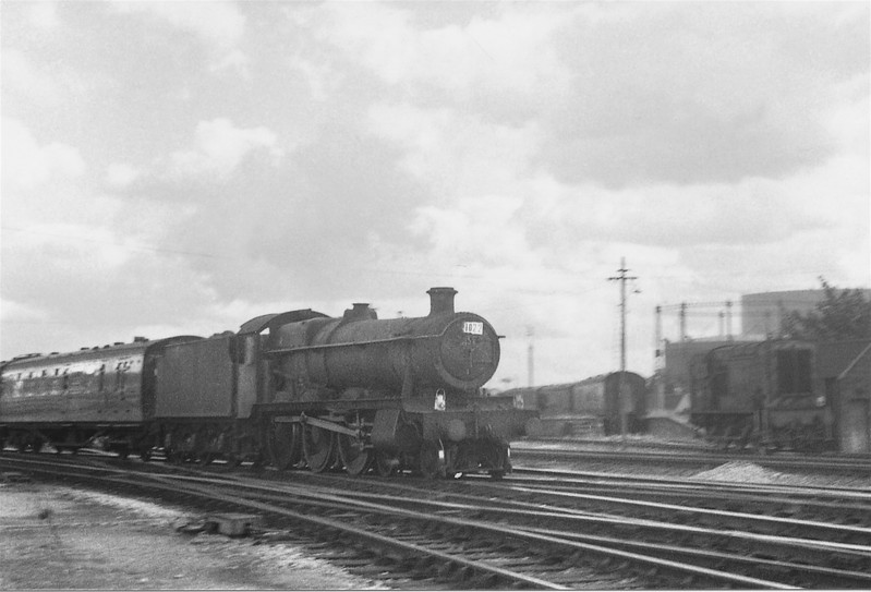 Hall 6934 arrives into Basingstoke on 04/09/65 with the 08 43 Wolverhampton LL to Portsmouth Harbour
