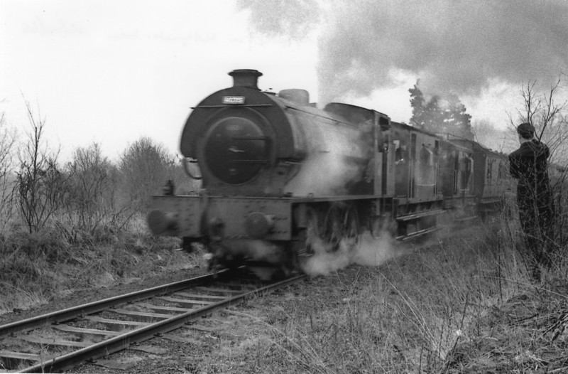 A run past with WD196 on the Hollywater loop - a 6 mile circular route within the camp on which the REME (army) practise every kind of railway engineering skills.
