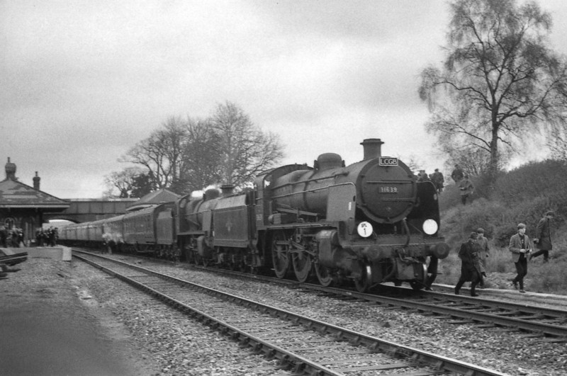 The LCGB Wilts & Hants Tour of 03/04/66 is seen at Mortimer on 03/04/66. U 31639 was withdrawn 2 months later whilst N 31411 was not so lucky - being withdrawn later that month.