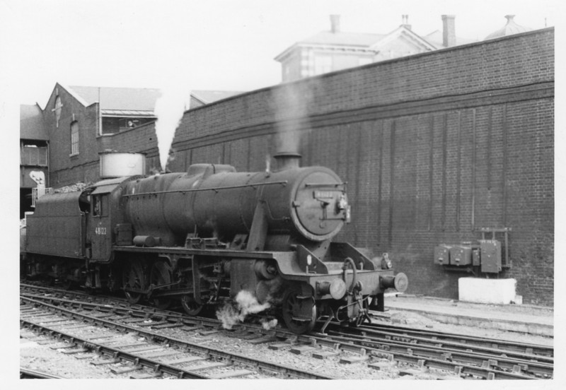 Rugby allocated 8F 48122 restarts an inter regional Norwood bound transfer freight at Clapham Junction on 01/10/64. She ended her days at Croes Newydd in February 67.