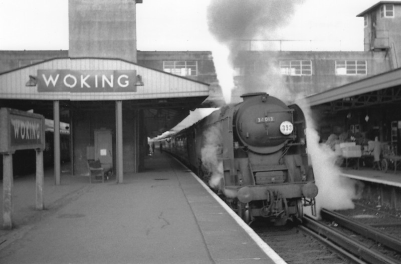 Having failed to restart the 17 09 Waterloo to Basingstoke from the normal stopping point adjacent to Woking signal box WC Pacific 34013 Okehampton had to reverse onto clean rail thus enabling me to obtain this slip start scene on 07/10/64. A long term Salisbury resident she lasted until the end in July 67.