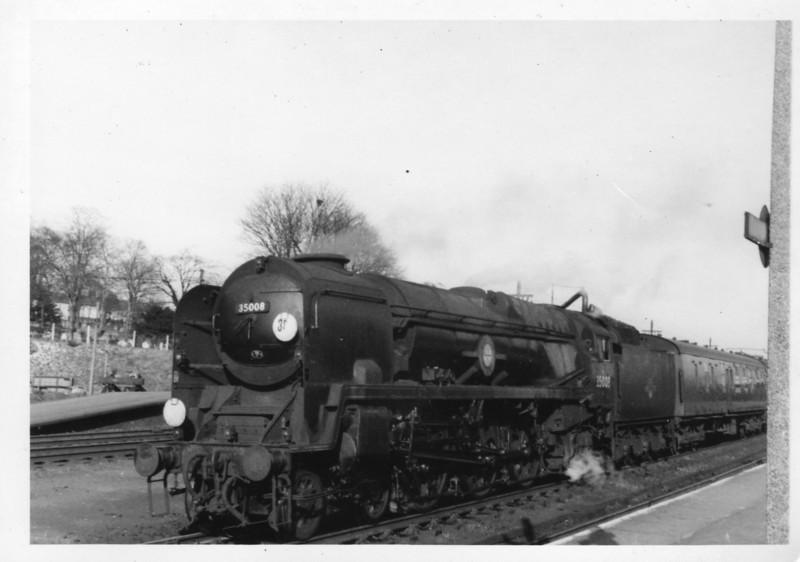 A very clean 8P 4-6-2 35008 Orient Line at Basingstoke on 27/03/65 on the 15 35 Waterloo to Bournemouth West. This Bournemouth allocated loco was transferred to Nine Elms from where  she was withdrawn in July 67.