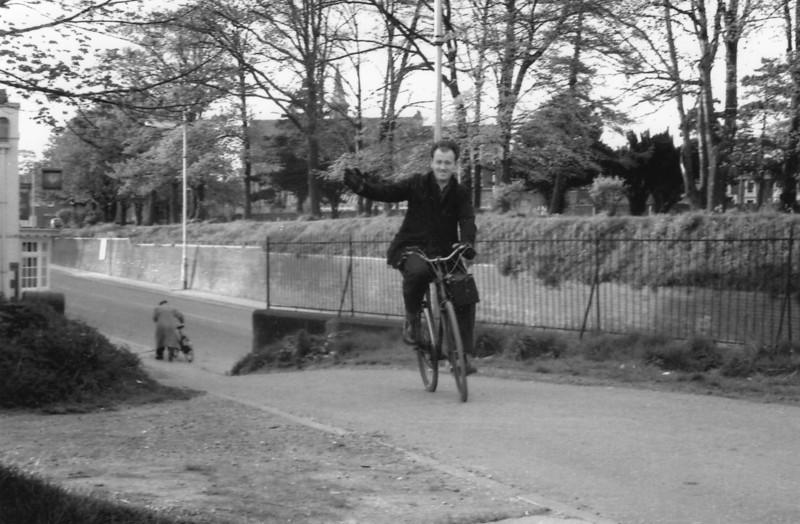 "Nine Elms Driver Porter ""storming up the bank leaving others storming!""oat Basingstoke on 21/04/67."