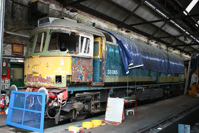 33065 seen inside the shed at Tunbridge Wells West in the middle of an extensive bodywork overhaul which commenced 3 years earlier in August 2011. It would later donate a buffer to 33202! 2/8/14