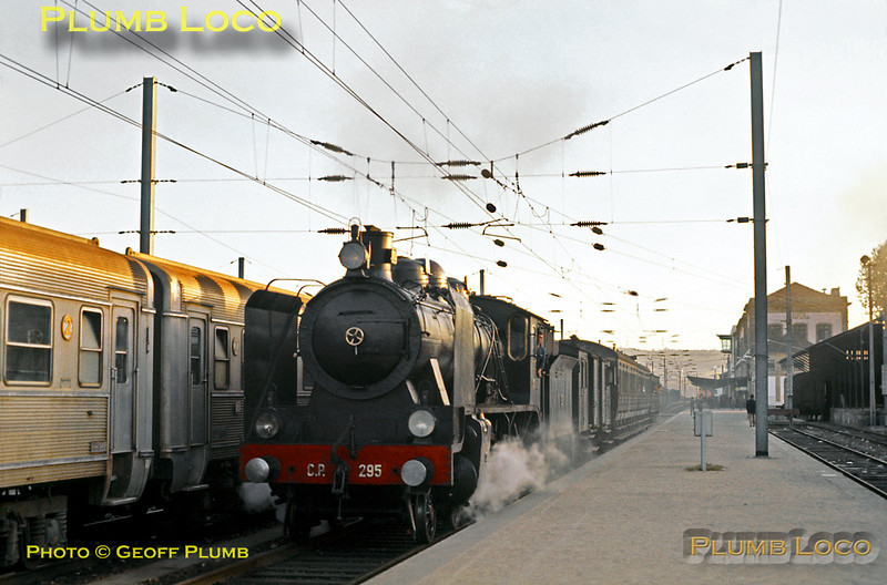 CP 4-6-0 No. 295 departs from Porto Campanhã with a stopping passenger train to Braga on the evening of Sunday 8th November 1970. Alongside is an EMU of stainless steel stock. Slide No. 5959.