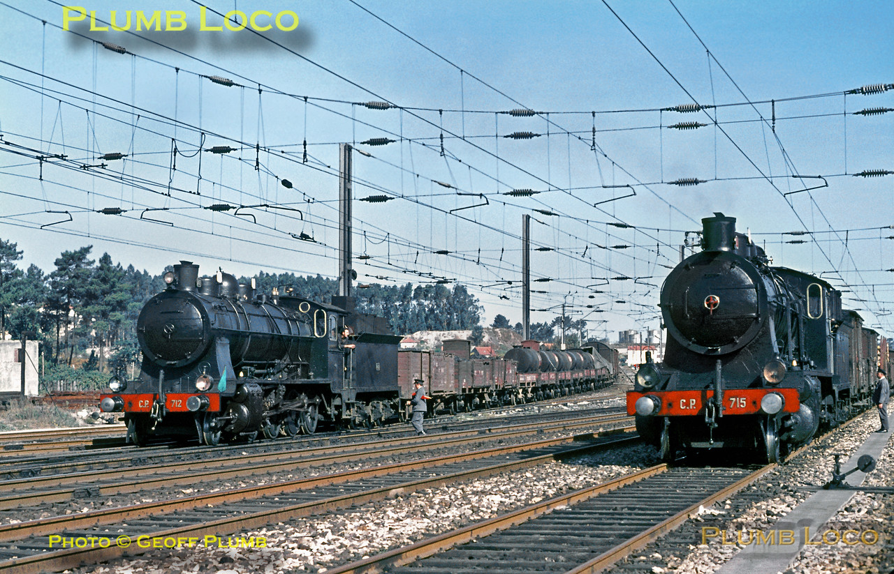 Two immaculate 2-8-0s meet at Contumil with their freight trains. Nos. 712 and 715 were both built by North British in 1921. 712 has arrived with a train from the docks on the Leixões branch on the left, while 712 has arrived from Régua on the right. Sunday 8th November 1970. Slide No. 5951.