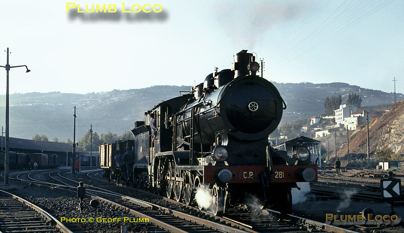 """CP """"B12"""" 4-6-0 No. 281 (Henschel 1910) adds a couple of open wagons to the train that has just arrived at Régua from Porto behind a diesel loco, before heading off at 17:35 with the mixed train to Barca d'Alva. It catches the lowering sunlight on the evening of Tuesday 3rd November 1970. Slide No. 5735."""