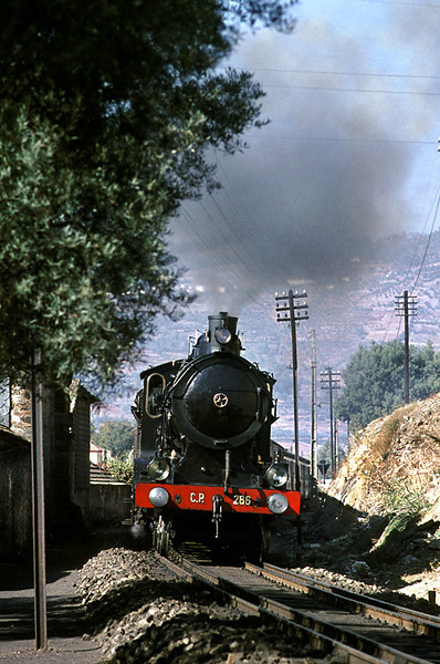 CP Henschel 4-6-0 No. 286 starts away from Régua along the mixed-gauge track shared with the Corgo line as far as the viaduct over the Rio Corgo. This train was the 12:35 departure from Régua to Barca d'Alva. Tuesday 3rd November 1970. Slide No. 5716.