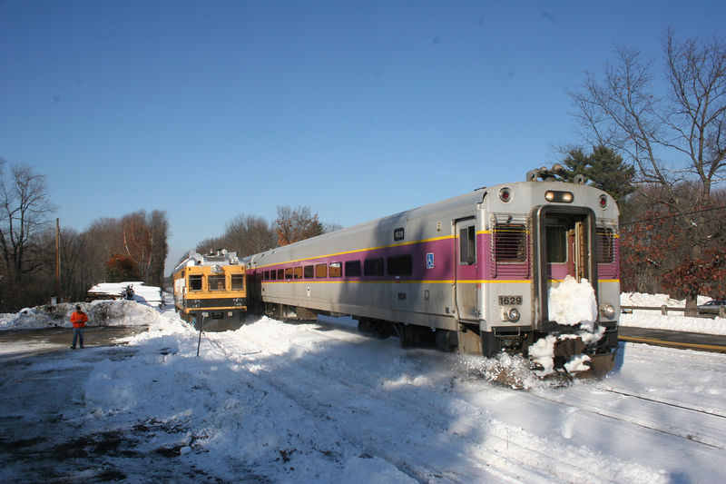 An inbound passed SRS 146 at Lincoln.