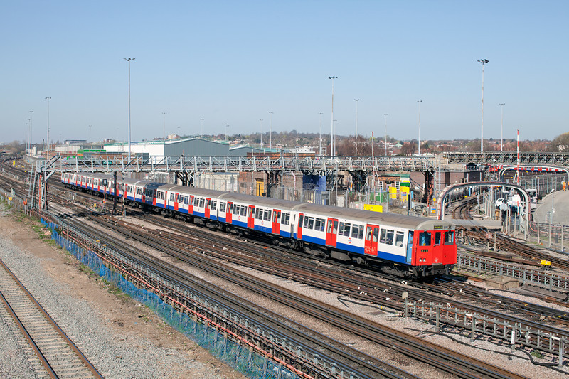 With only months to go before it is replaced by new stock, Metropolitan Line Train 425 Approaches Neasden.