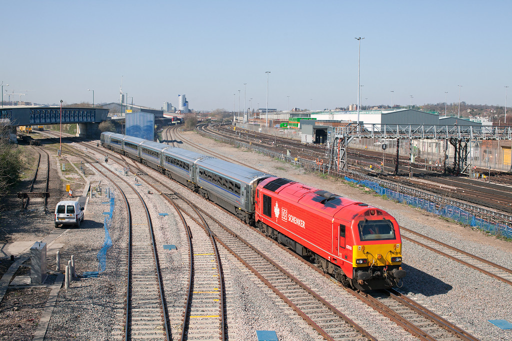 """Looking more like California than Neasden, 67018 approaches Neasden Junction with the lunchtime Wembley-Marylebone ESC. It's interesting to see how this location has changed since 2008 <a href=""""http://smrail.smugmug.com/Other/Railways-in-Southern-Britain/18008598_CDw5dT#!i=1380085921&k=h8DDWL4"""">http://smrail.smugmug.com/Other/Railways-in-Southern-Britain/18008598_CDw5dT#!i=1380085921&k=h8DDWL4</a> <br /> 27.3.12"""