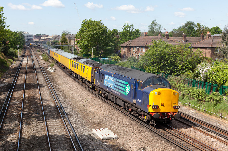 In beautiful spring sunshine the 1Q18 07.57 Network Rail measurement train waits to enter Richmond with 37605 on the rear.