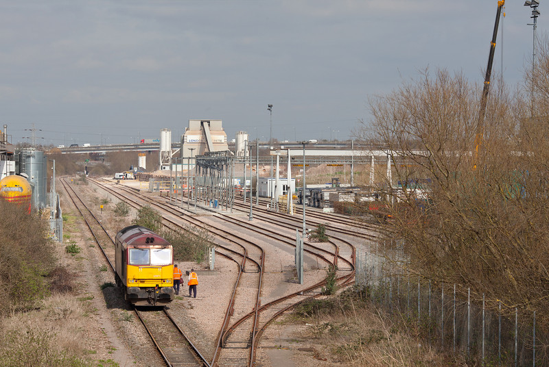 At 12.30 the train crew join 60071 'Ribblehead Viaduct' in Colnbrook before shunting the wagons for 6E38. 20.3.12