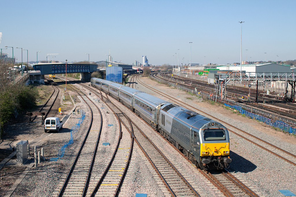 In stunning spring sunshine 67013 'Dyfrbont Pontcysylite' approaches Neasden Junction with the 1H32 10.55 Birmingham Moor Street-Marylebone service. 27.3.12