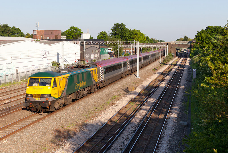 In warm evening light, 90045 flies past Headstone Lane with the Fo 1K39 18.43 Euston-Crewe via Birmingham New Street working. 25.5.12