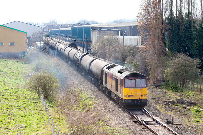 60071 'Ribblehead Viaduct' shunts the TEA wagons at Colnbrook before leaving with the 6E38 Colnbrook-Lindsey empty aviation fuel tankers.20.3.12