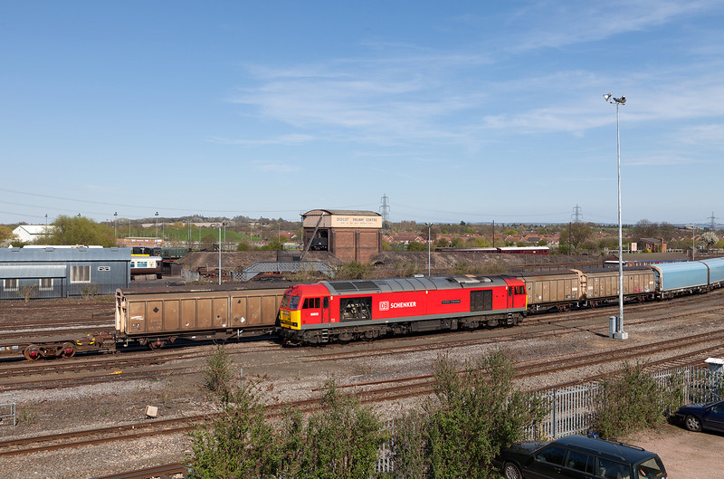 60059 'Swinden Dalesman' waits in Didcot yard after arriving with the 6X38 from Eastleigh.2.5.13