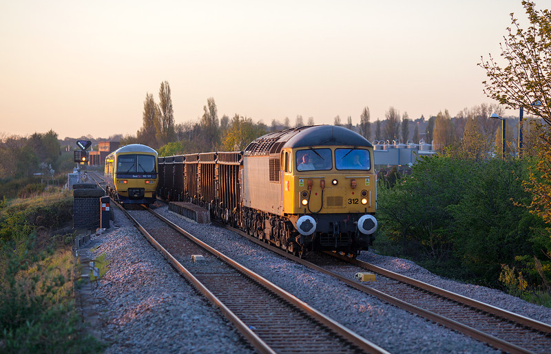 The last rays of sun catch 56312 as it approaches South Greenford with the 6Z81 18.26 Calvert-Willesden Euro terminal empty spoil train. This wasn't the shot I would have preferred, because annoyingly the class 165 was moving at snails pace as it approached the signal.2.5.13