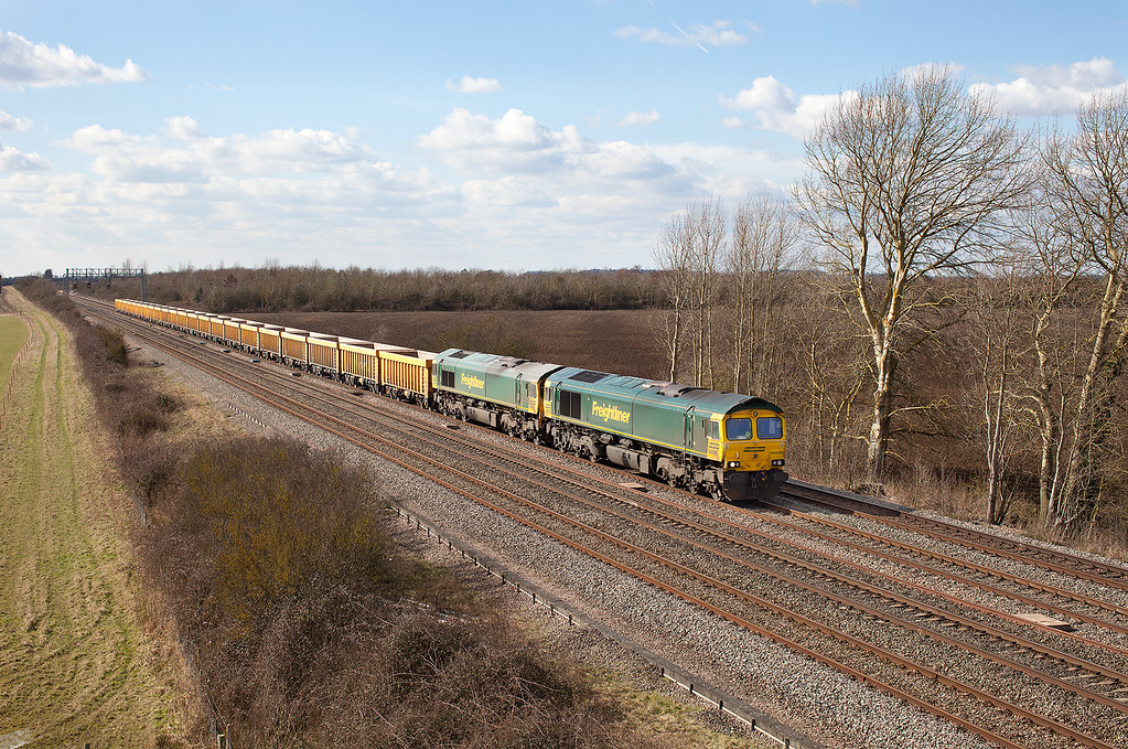 66598 & 66607 double head the 6M40 11.56 Westbury VQ-Stud Farm empty ballast boxes past Denchworth. 14.3.13