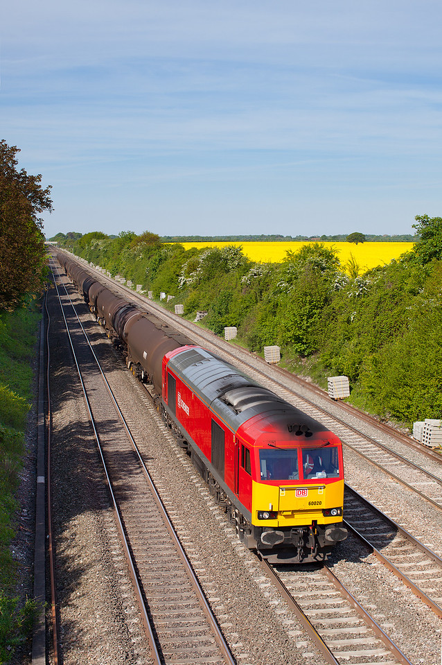 Annoyingly for photographers, control put 6A70 on the main lines. With signs of the approaching electrification, 60020 passes Westcott Way, Maidenhead with the Su 6A70 08.32 Didcot TC-Colnbrook loaded ELF oil tanks.26.5.13