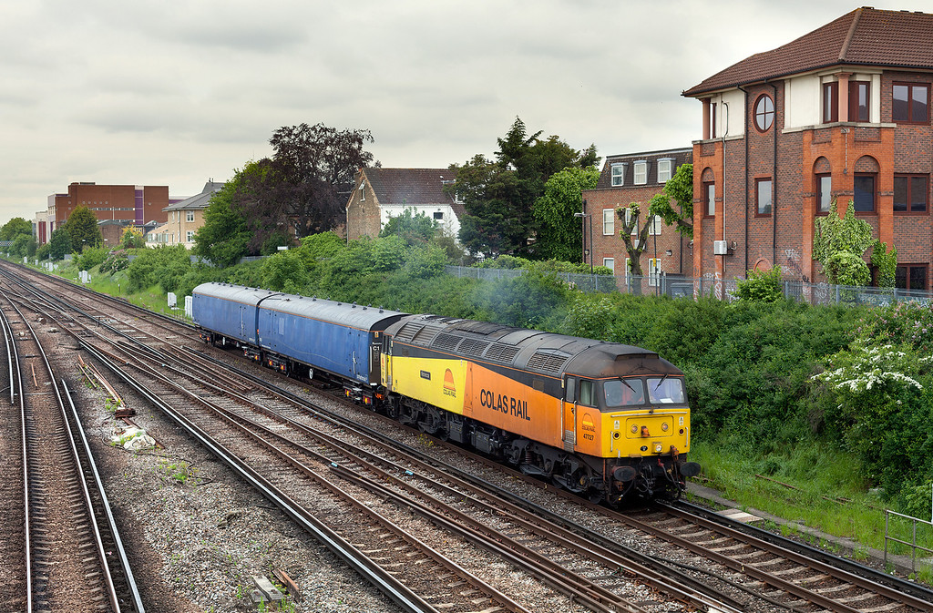 In dull, flat light, 47727 approaches Wimbledon with the 4Z47 08.45 Eastleigh GBRF-Wimbledon barriers move.29.5.13