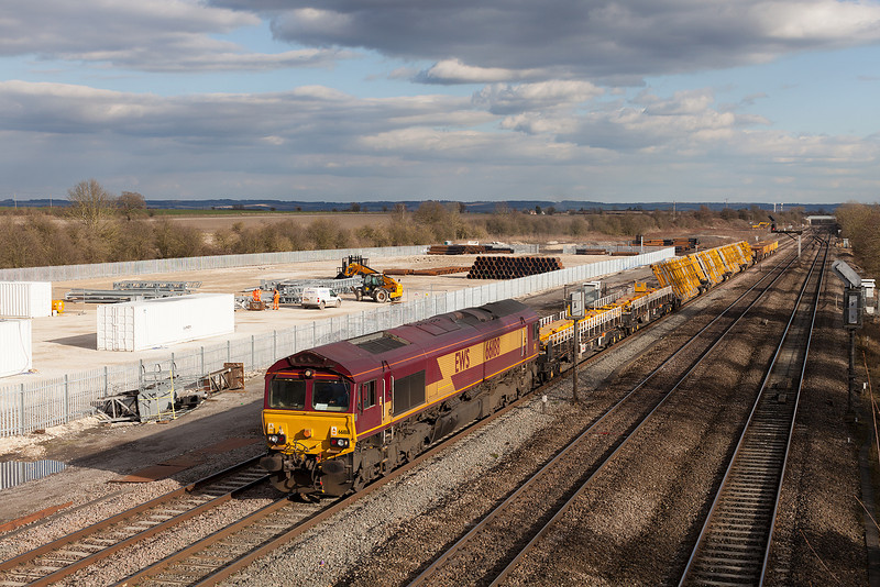 66188 passes South Moreton with the 6V27 13.28 Eastleigh Yard-Hinksey VQ departmental working. 14.3.13