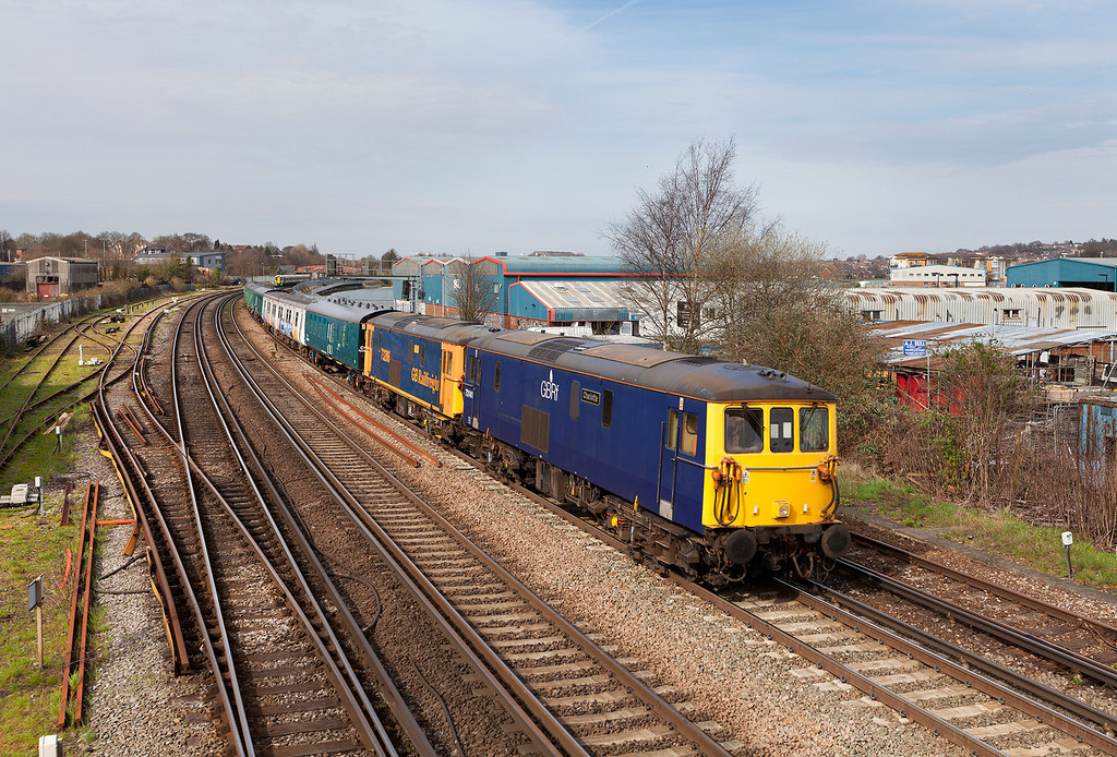 In a very lucky patch of sunshine, 73141&73206 head a wonderful mix of heritage stock including four translator coaches, two class 508 EMU coaches and 66742 past the footbridge at Mount Pleasant, Southampton with the 5Y08 16.01 Eastleigh-Southampton Western docks class 508 move. 17.4.13