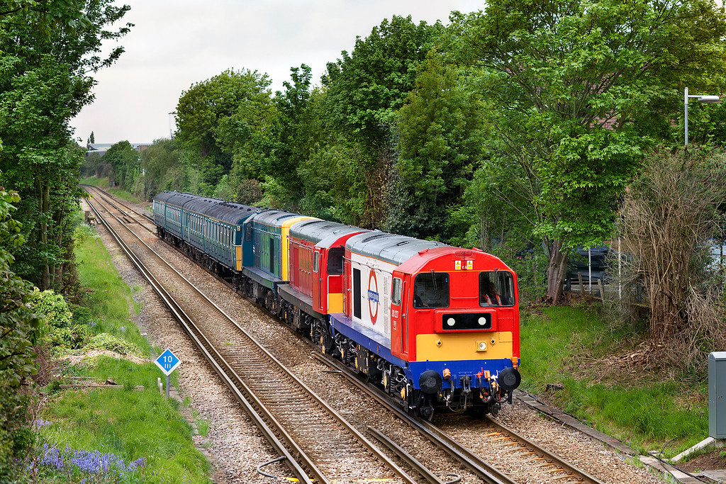 20227+20189+20142 pull 4VEP 3417 through Brentford with the 5Z17 09.19 Swanage-Clapham Junction ECS to return 3417 to Clapham Junction Yard. Wonderful train but sadly photographed in possibly the worst weather for photography, dull, damp and spitting with rain. 14.5.13