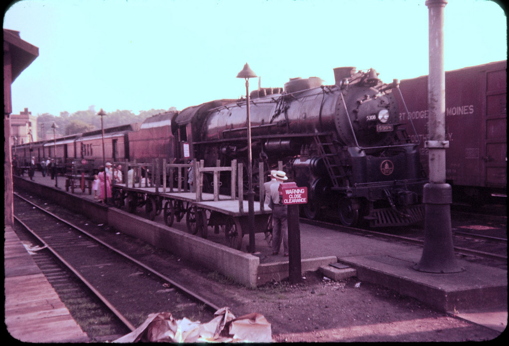 1956 photo<br /> Baltimore & Ohio Railroad<br /> Zanesville Ohio<br /> Last run Cincinnati to Pittsburg