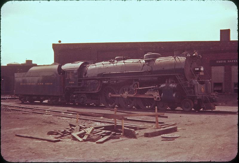 1956 photo<br /> Baltimore & Ohio Railroad<br /> Toledo Ohio roundhouse<br /> Class P-7 4-6-2 #5318