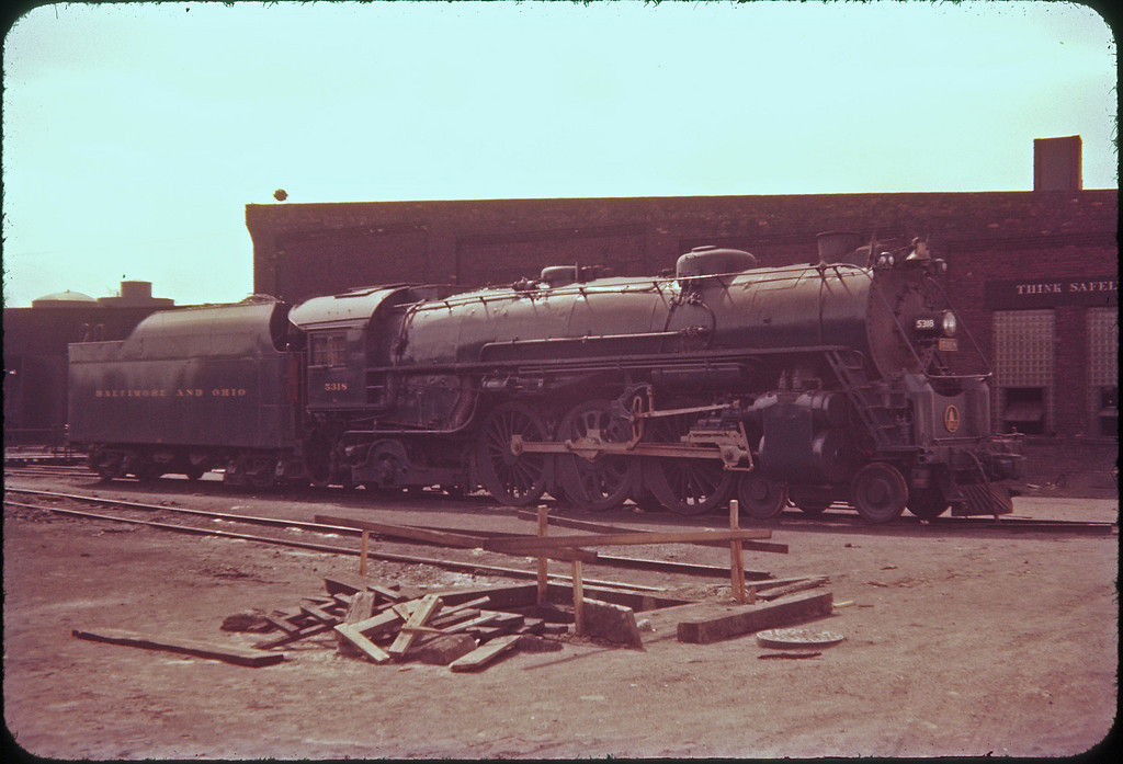 1956 photo<br /> Baltimore & Ohio Railroad<br /> Toledo Ohio roundhouse<br /> Class P-7 4-6-2 #5318